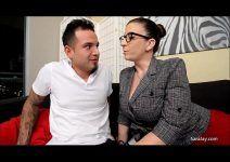 Coroa Sara Jay do Xvideos Porno Metendo Forte Com Boy Tatuado