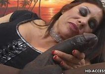 Maduras brasileiras gostosas amadoras sensuais participando de uma putaria com negão
