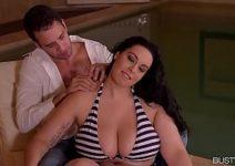 Sexo com peituda linda trepando com o cunhado em tube porno