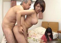 Tio comendo sobrinha foi pego pela esposa asiatica