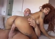 Gostosa morena famosa fada do sexo cavalgando na rola