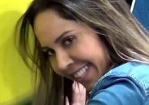 Mulher Melão safada e toda gostosa dançando funk de shortinho