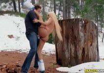 Porno novo levando as colegiais para a floresta e rebentando o cuzinho delas