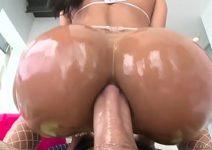 Video porno br gozando bem fundo no cu da morena deliciosa