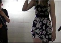 Putinha delicada fazendo sexo em publico na escadaria da escola