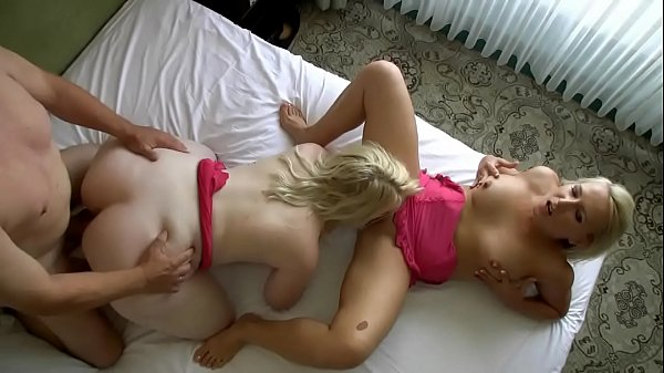 Irmãs gordinhas gostosas fodendo gostoso no sexo grupal safado