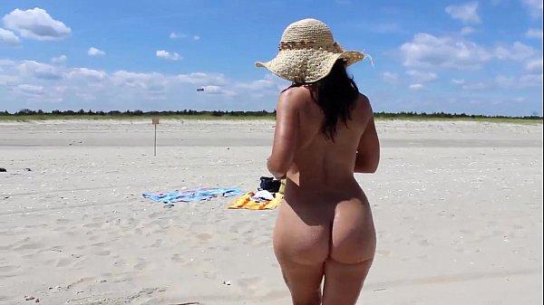 Video grates de sexo com a morena bunduda na praia